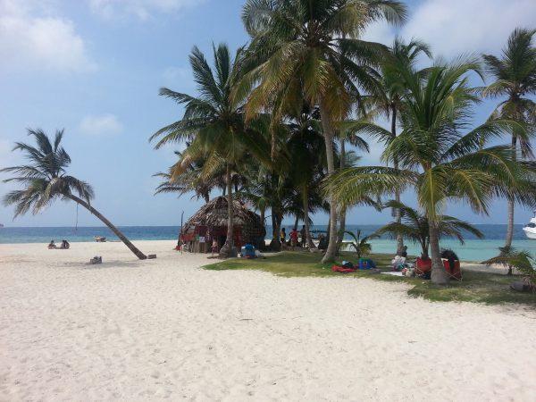 10563318 10152596371683748 1860315127 o 600x450 - San Blas Day Tour to San Blas Islands from Panama City