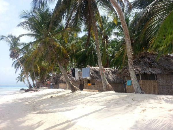 10564470 10152601291803748 1013126216 o 600x450 - Franklin island, Dorm or Private, San Blas Hotel