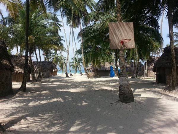 10569549 10152600480908748 871727045 o 600x450 - Franklin island, Dorm or Private, San Blas Hotel