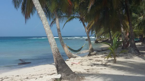 20150215 101002 600x338 - Diablo island, Camping, Dorm or Private. San Blas Adventures
