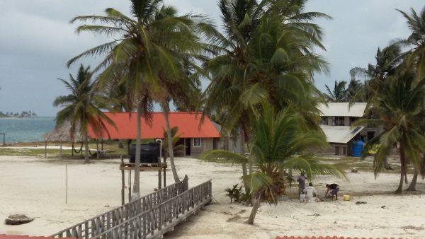 20150330 135937 600x338 - Hotel Wailidup island, Dorm or Private with bathroom, best San Blas Experiences